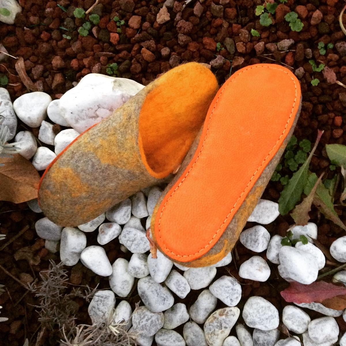 pantofole in feltro e suola in pelle
